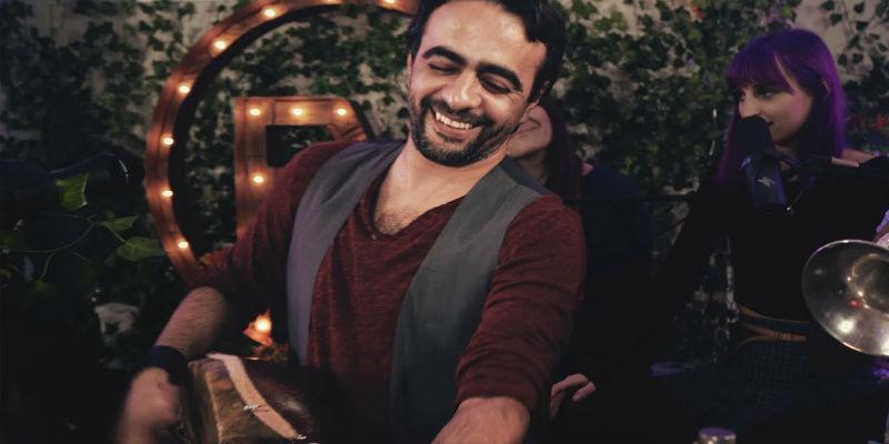 "Photo of الفنان فهد بنشمسي يوصل موسيقى ""ڭناوة"" لـ Los Angeles"