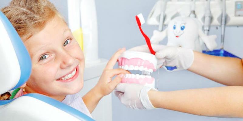 صورة تعرفي على السن المناسب لبدء تنظيف أسنان أطفالك