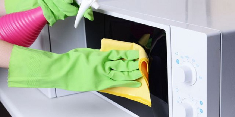 Photo of طريقة سهلة لتنظيف داخل الميكرويف