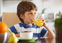 أهم 3 عصائر طبيعية لتعزيز مناعة طفلك