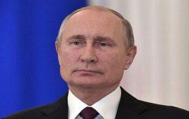 بالفيديو.. حسناء روسية تطلب الزواج من الرئيس الروسي