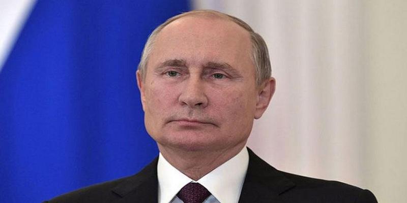 Photo of بالفيديو.. حسناء روسية تطلب الزواج من الرئيس الروسي