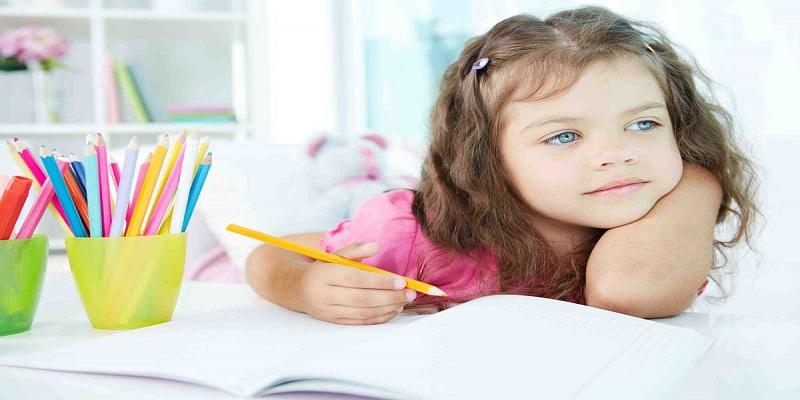 صورة متى يحتاج الطفل لتعلم القراءة؟