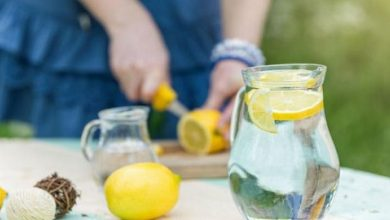 صورة الماء والليمون.. أسرار لا تعرفينها عن المشروب السحري