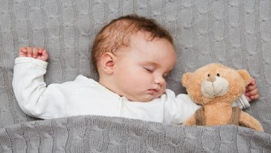 Photo of لصحتهم النفسية والجسدية.. لا تبعدي طفلك عن غرفتك خلال النوم