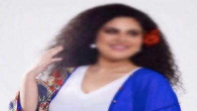 Photo of فنانة مغربية تحلق شعرها بالكامل -صورة