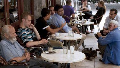 صورة بعد تمديد حالة الطوارئ الصحية.. قرار جديد بخصوص إعادة  فتح الحمامات والمقاهي والمطاعم