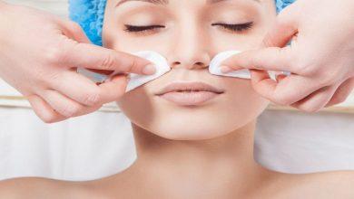 صورة متى يصبح تقشير الوجه عادة مضرة بالبشرة؟