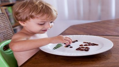 صورة يقوي المناعة ويهدئ التهاب الحلق.. تعرفي على الفوائد الصحية للزبيب على صحة طفلك