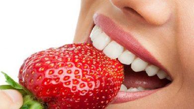 Photo of منها الفراولة وزيت الزيتون.. مكونات طبيعية لتبييض الأسنان