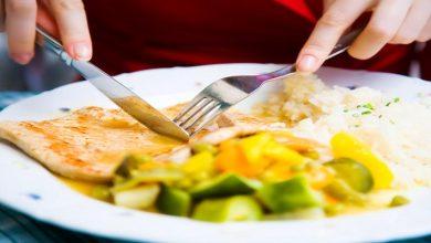 Photo of الطريقة الصحيحة لإستخدام أدوات الطعام