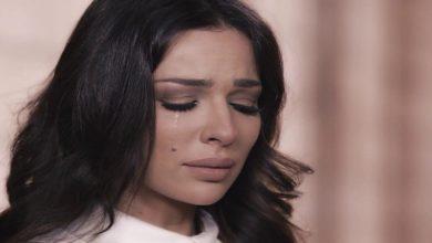 صورة بالدموع.. نادين نجيم تكشف تفاصيل صادمة عن إصابتها بانفجار بيروت- فيديو
