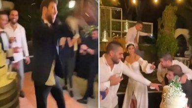 """صورة فيديو.. فنان لبناني يثير الجدل بعدما رش الحضور بـ""""الخمر""""!"""