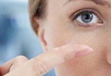صورة شابة تفقد البصر بسبب لمسها للعدسات اللاصقة