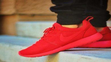 صورة الأحذية الرياضية باللون الأحمر.. موضة موسم 2020/2021 – صور