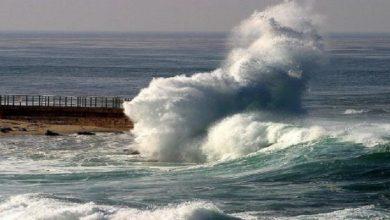 صورة نشرة خاصة.. أمواج عاتية بالسواحل المغربية ابتداء من يوم غد