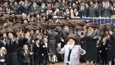 """صورة حفل زفاف يهودي ضخم بدون """"كمامات"""" يثير ضجة بأمريكا – فيديو"""