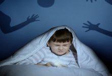 صورة الحرمان العاطفي يولد مشاعر الخوف عند الطفل