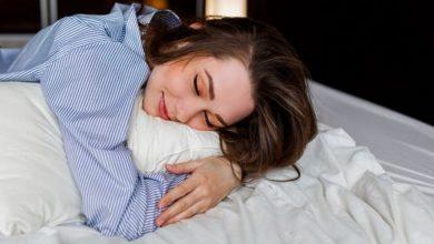 صورة اكتشفي أسباب تنميل اليدين عند النوم